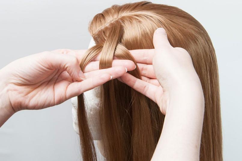 braid or plait the hair